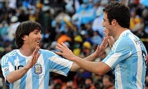 Lionel Messi celebrates with Gonzalo Higuain