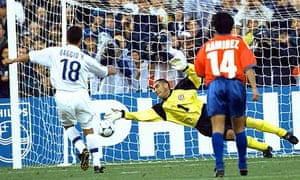Roberto Baggios scores from the spot for Italy against Chile in 1998