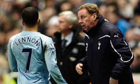 Harry Redknapp gives instructions to Aaron Lennon
