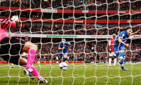 Robert Snodgrass, beats Wojciech Szczesny to put Leeds United 1-0 up in their FA Cup tie at Arsenal