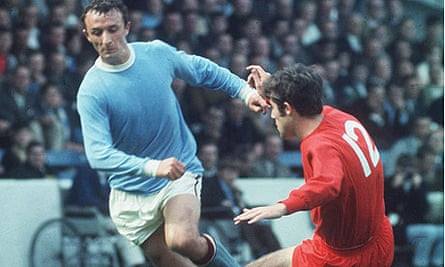 Mike Summerbee playing for Manchester City in 1968