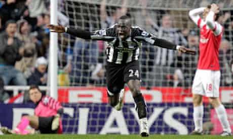 Newcastle's Cheik Tioté celebrates making it 4-4