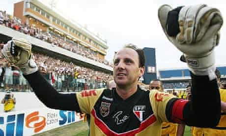 Rogério Ceni after reaching his landmark