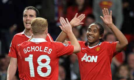 Manchester United's Paul Scholes congratulates Anderson, right, on his goal against Schalke