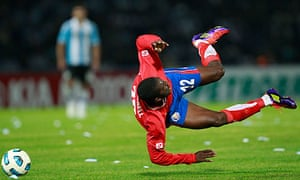 Joel Campbell falls down against Argentina