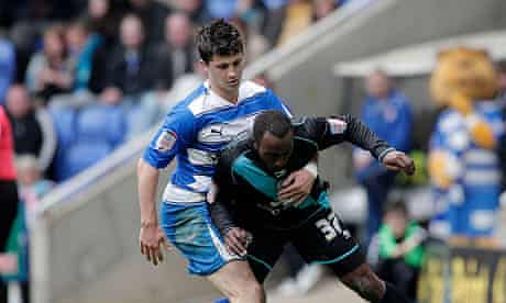 Reading's Shane Long and Leicester's Darius Vassell