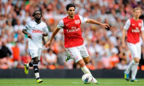 Arsenal's Mikel Arteta controls the ball