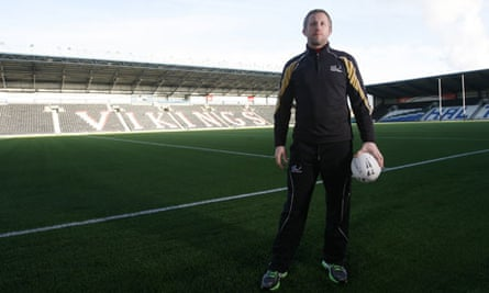 Widnes coach Denis Betts on the ipitch