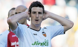 Valencia's forward Aritz Aduriz reacts against Mallorca