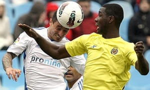 Zaragoza's Pablo Alvarez, left, battles for the ball with Villarreal Cristian Zapata