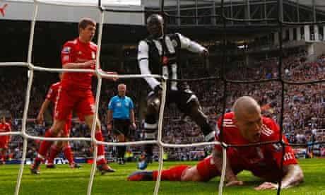 Papiss Cissé scores his and Newcastle's second goal