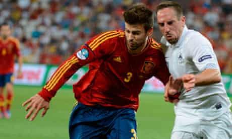 Spanish defender Gerard Pique (L) vies w