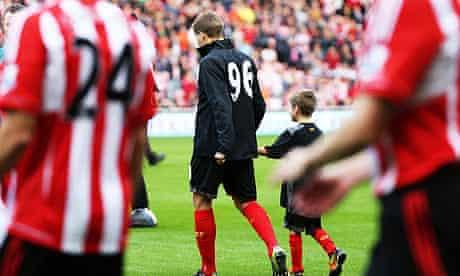 Steven Gerrard lead Liverpool out against Sunderland