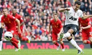 Robin van Persie scores United's penalty