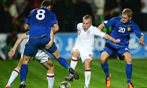 Tom Cleverley of England maintains possession
