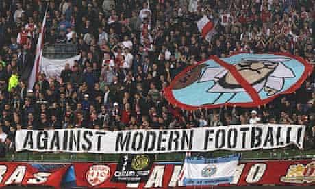 Ajax-fans-show-the-banner-008.jpg?width=