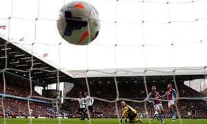 Tottenham Hotspur's Roberto Soldado scores