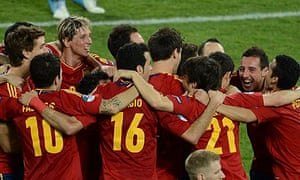 Spanish players celebrates after winning Euro 2012