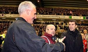 Mick McCarthy shakes Sunderland manager Roy Keane
