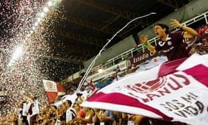 Lanus fans
