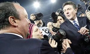 Rafael Benitez shakes hands with Walter Mazzarri