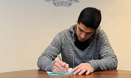 Luis Suarez signs
