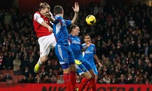 Nicklas-Bendtner-Arsenal-Premier-League