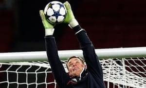 Manuel Neuer prepares to face Arsenal