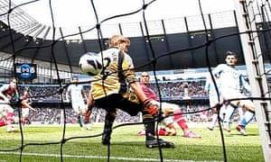 Manchester City's Sergio Agüero, right, scores past West Ham United's Jussi Jaaskelainen
