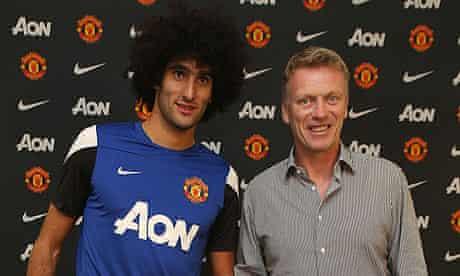 Marouane Fellaini of Manchester United poses with Manager David Moyes