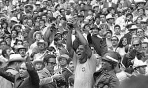 Brazil's captain Carlos Alberto