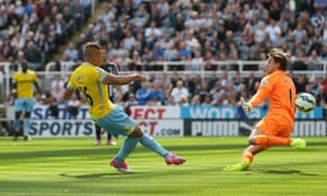 Newcastle United's Daryl Janmaat scores the equalising goal against Crystal Palace