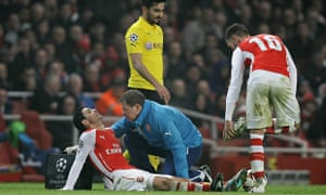 Mikel Arteta is treated for injury