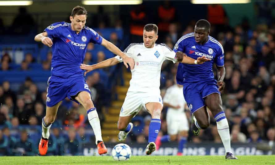 Chelsea's Nemanja Matic and Kurt Zouma close in on  Júnior Moraes of Dynamo Kyiv.