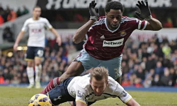 Alex Song and Harry Kane