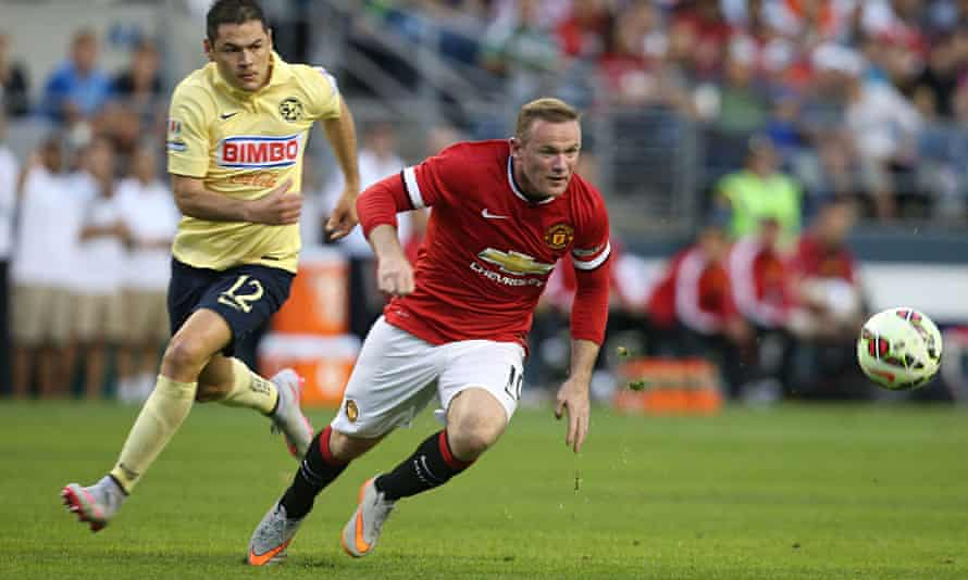 Wayne Rooney played up front on his own with recent Manchester United signing Memphis Depay behind h