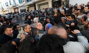 Demonstrators clash with Tunisian securi