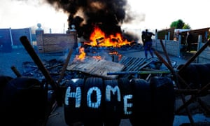 barricade burns Dale Farm Traveller