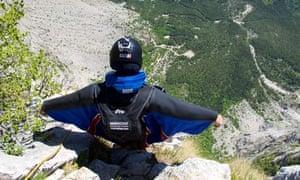 wingsuit basejumper