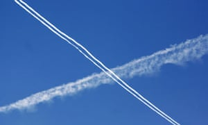 Cross of vapour trails