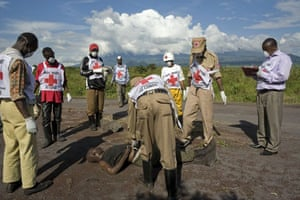 Gallery Congo conflict: Red Cross staff remove the body of a government soldier