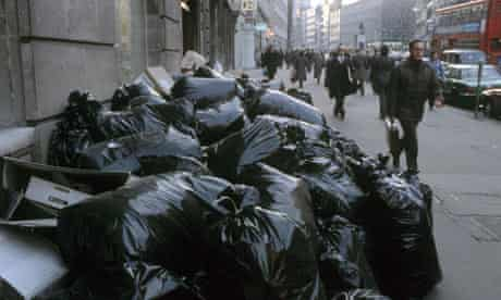 DUSTMEN'S STRIKE, BRITAIN - 1979