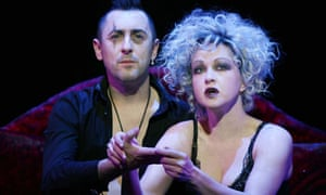 Alan Cumming and Cyndi Lauper in The Threepenny Opera