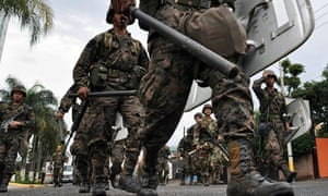 Honduras: soldiers patrol a street