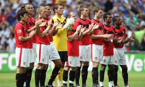 Manchester United applaud Sir Bobby Robson, 9 August 2009