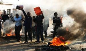Rioting crowds rampage through the Thokoza township of Johannesburg