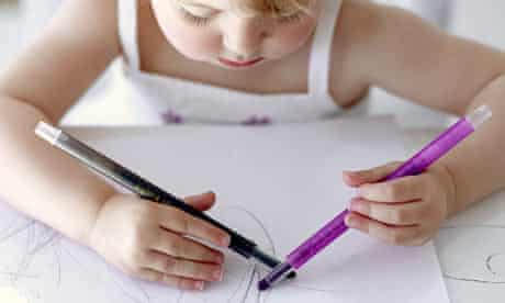 An ambidextrous girl draws with both hands