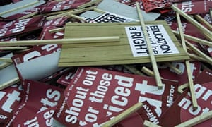 Student placards call for end to student loans
