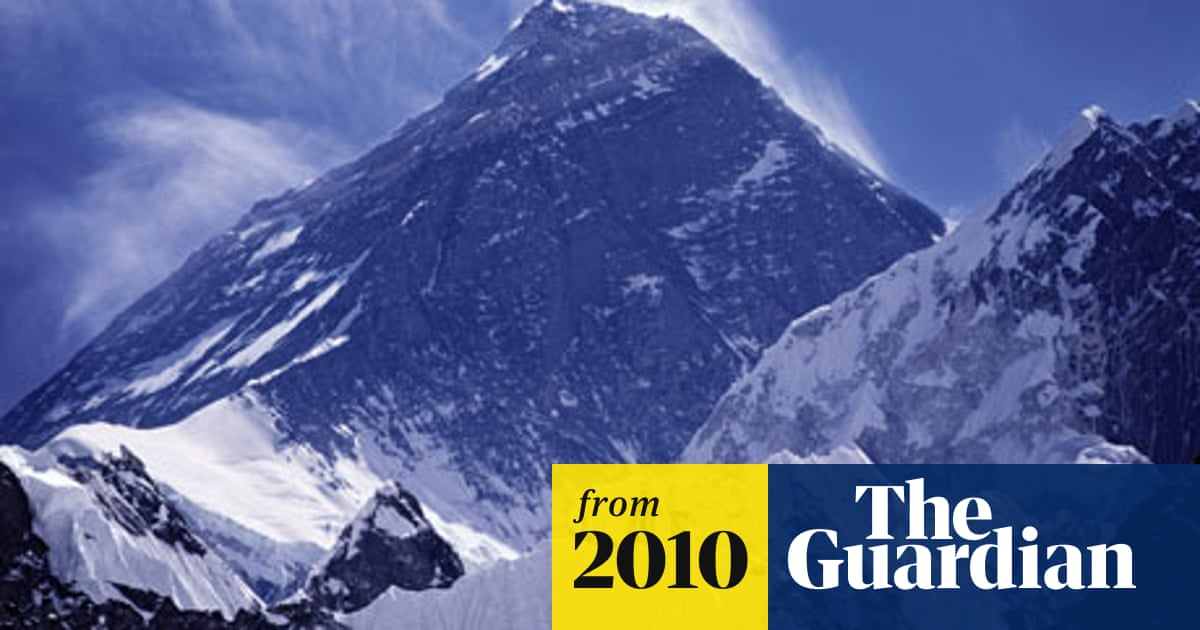 British climber dies after scaling Mount Everest | World news | The