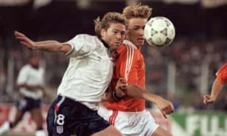 Soccer - World Cup Italia 90 - Group F - England v Holland